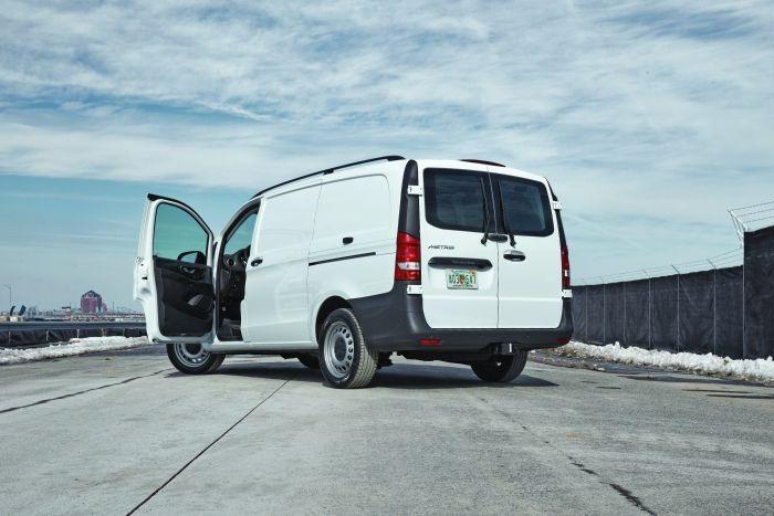 Gallery mercedes benz is introducing its metris mid size for Mercedes benz mid size van
