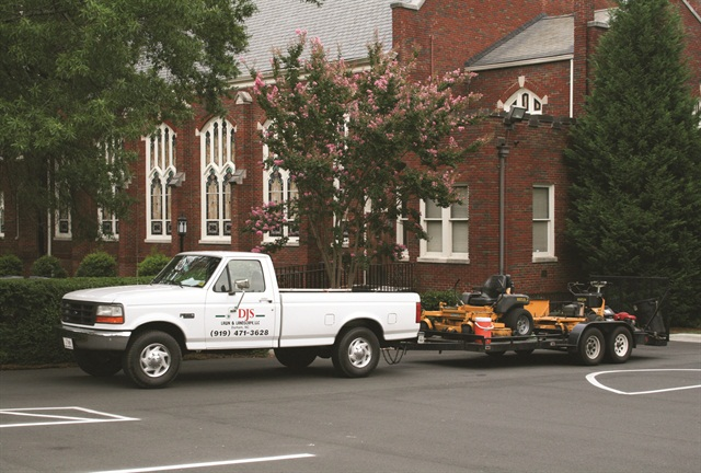 As of 2008, a commercial vehicle is defined as any vehicle with a GVWR of more than 10,000 lbs., and that includes the weight of a trailer. Rob Kooken cites the example of the landscaper with a pickup truck towing a trailer who may get caught not understanding the rules. Photo via Ildar Sagdejev/Wikimedia