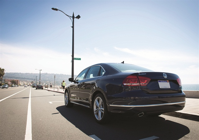 The 2014 Volkswagen Passat TDI Clean Diesel SE has a 2.0L inline four-cylinder engine that produces 140 horsepower and 236 lbs.-ft. of torque. Sales of the 2014-MY Passat to commercial fleets so far have favored 55% toward the TDI model over the gasoline version. Photo credit: Vincent Taroc.