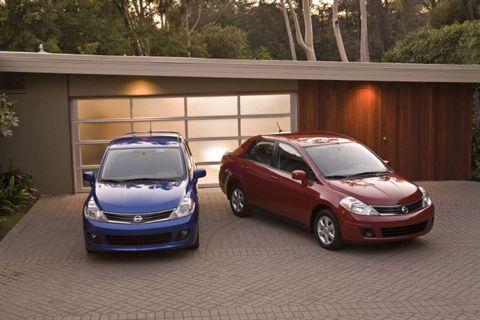 Nissan Versa Hatchback 2010. 2011 Nissan Versa hatchback