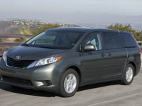 2011 Toyota Sienna and Avalon Earn IIHS Safety Awards