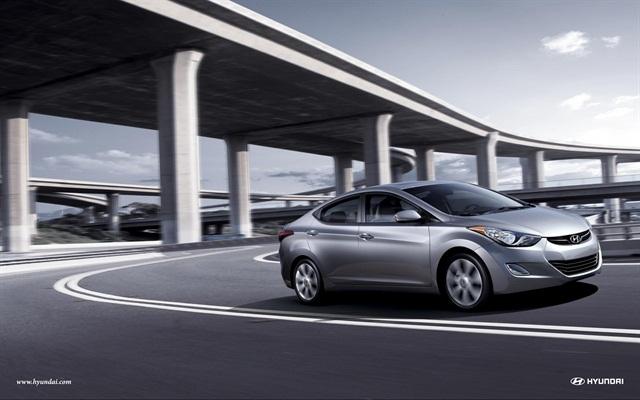 The 2013-MY Hyundai Elantra in silver.