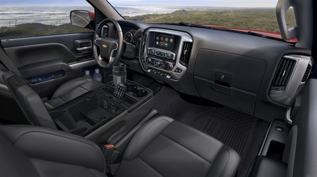 The interior of the 2014 Chevrolet Silverado.
