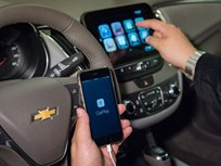 GM Offers Apple CarPlay, Android Auto on 2016 Models