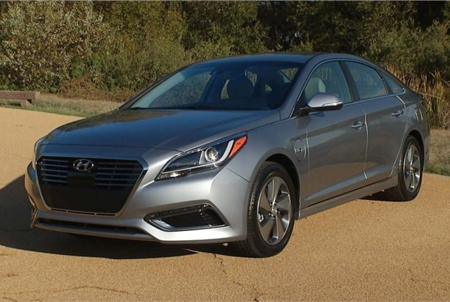 Photo of the 2017 Sonata Hybrid courtesy of Hyundai.