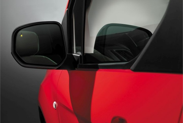 Photo of 2016 Transit Connect Wagon's blind spot monitoring system courtesy of Ford.