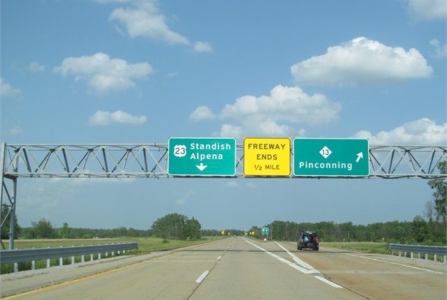Photo of U.S. Route 23 in Michigan by Doug Kerr of Albany, N.Y., via Wikimedia Commons.