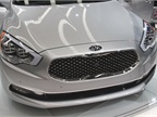 The Kia K900 incorporates Kia s noteworthy Tiger Nose design.